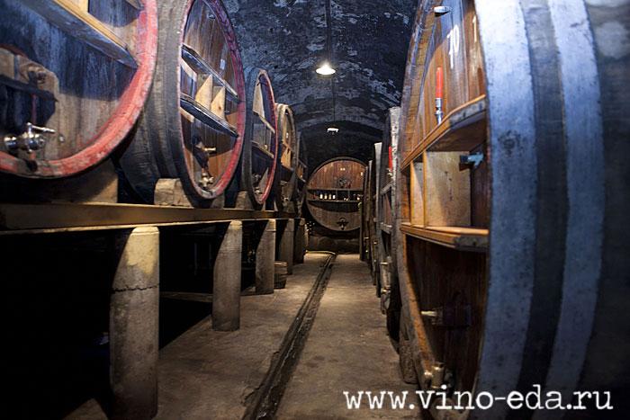 Фудры - огромные бочки для выдержки вина. Chateau de la Noblesse