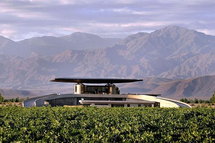 Winery O. Fournier. Фото с сайта www.architecturaldigest.com